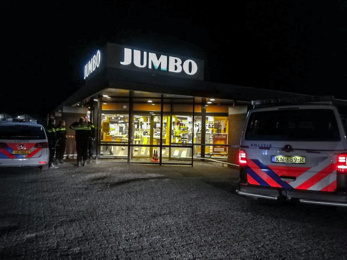 De politie bij de Jumbo in Groesbeek vlak na de overval.