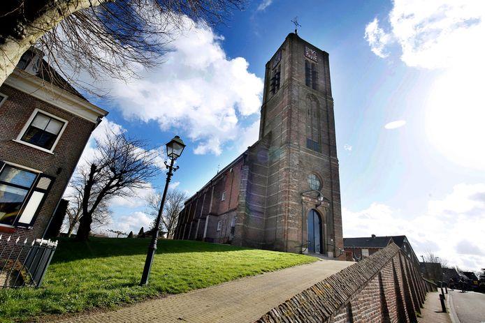 De Nederlands-hervormde kerk is omstreeks 1555 gebouwd op een terp.