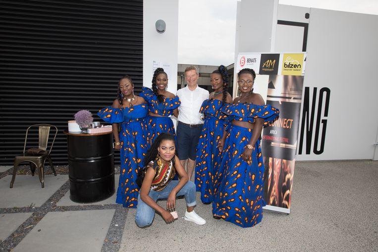 Afrikanen zijn kleurrijk, niet in het minst wat betreft hun kledij, zoals bleek op het eerste Africa International Festival.