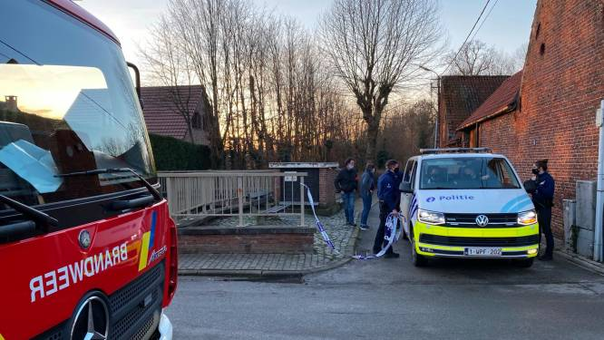 Vermiste vrouw (74) door wandelaars dood aangetroffen in Molenbeek nabij kruispunt Vijfhuizen