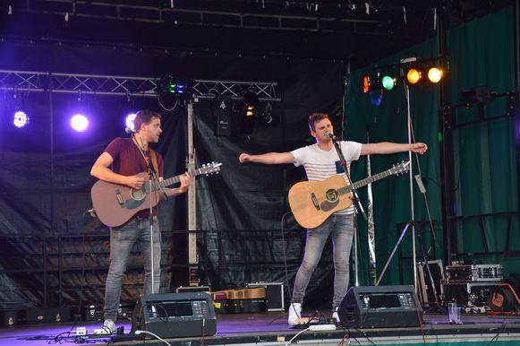 Bram & Lennert zondagavond op het driedaagse 'Flierefluiterfestival'.