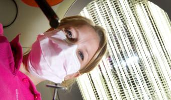 Grijpt de tandarts te snel naar de boor, of valt dat wel mee?