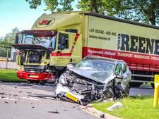 Vrachtwagen botst met personenauto  in Emmeloord