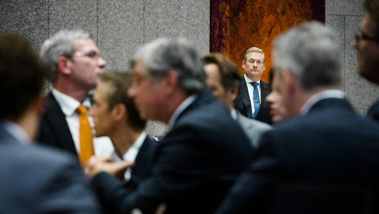 De Kamer in overleg over het Volkertdebat, in de achtergrond minister Van der Steur. Beeld ANP