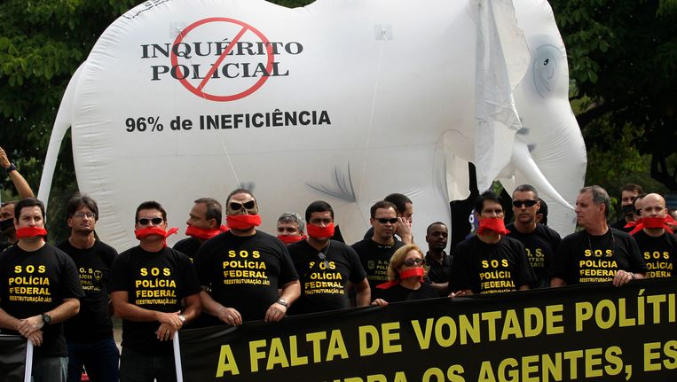 De federale politie tijdens het protest in Rio de Janeiro. Beeld AP
