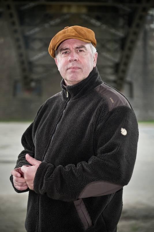 Ex-politieman Paul van dreumel onder de Waalbrug Nijmegen.
