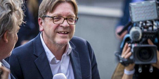 Verhofstadt daagt Salvini uit tot debat: 'Mensen hebben het recht om je duivelse plannen te kennen'