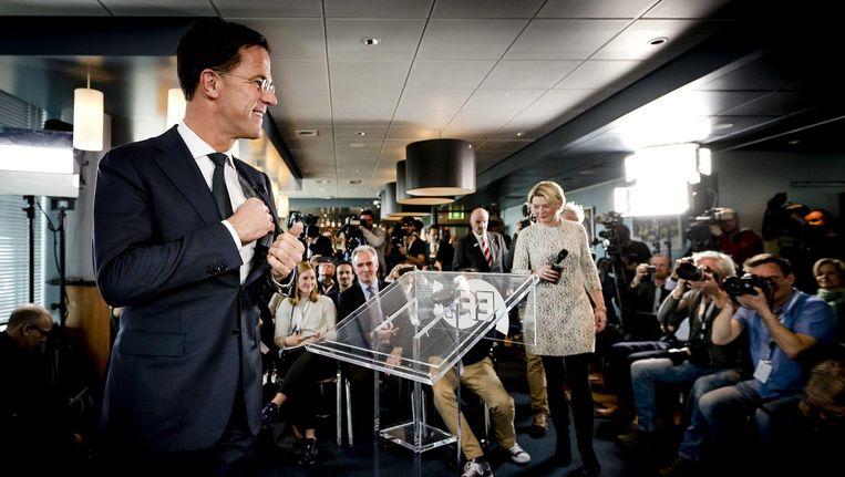 Rutte spreekt de internationale pers toe tijdens een persconferentie voorafgaande aan het EenVandaag-debat met Wilders. Beeld anp