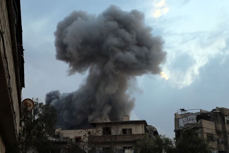 Archiefbeeld van een rookpluim na een luchtaanval in Syrië.