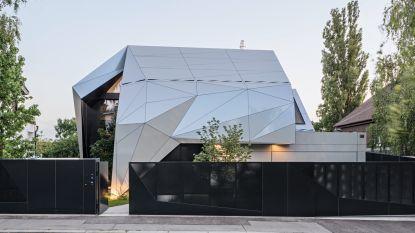 Geniaal of gek: krijg jij een punthoofd van deze geometrische villa?