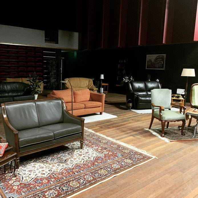 De theaterzaal van De Kattendans in Bergeijk wordt omgebouwd tot huiskamer