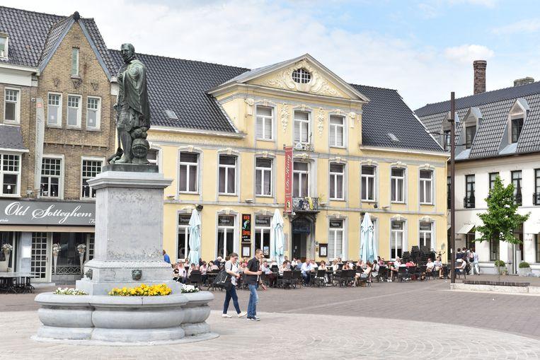 Hangjongeren zorgden dinsdagavond voor problemen op de Markt in Zottegem.