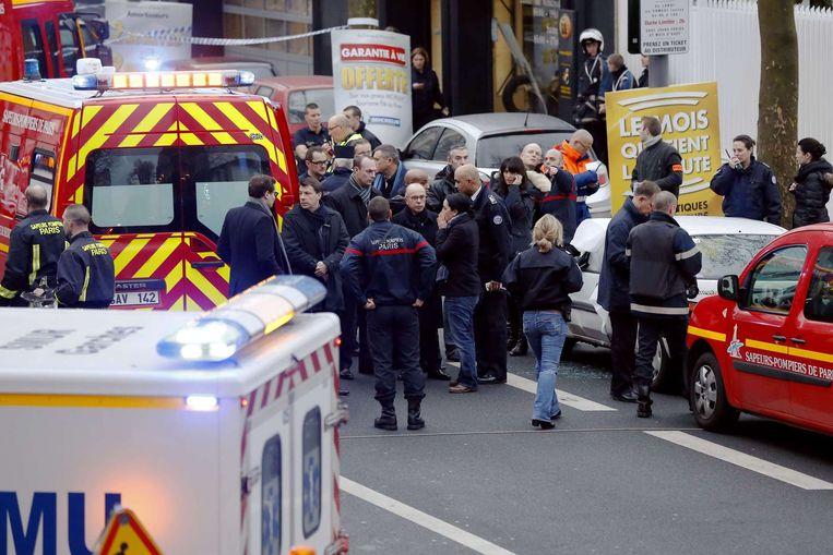 Politie ter plaatse bij de schietpartij in Parijs van donderdagochtend. Beeld afp