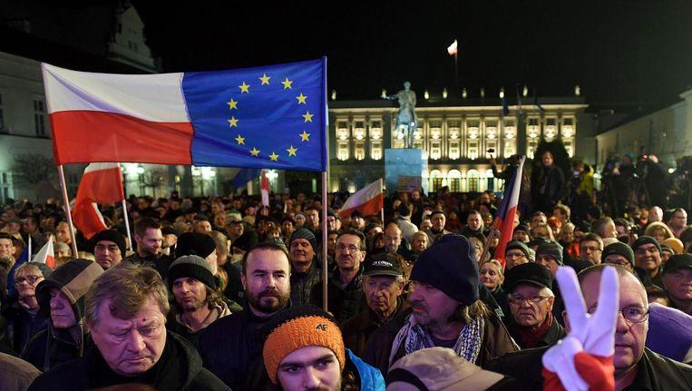 Demonstranten in Warschau tegen de hervormingen van de Poolse rechtstaat. Beeld epa