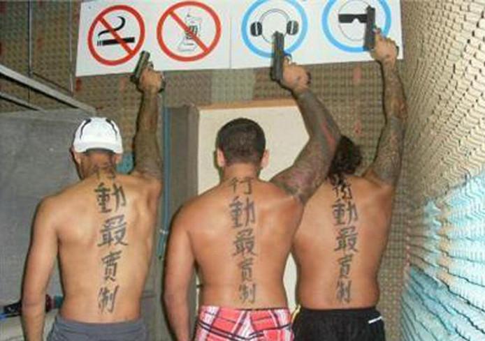 De verdachten danken de bijnaam Tattookillers aan hun identieke, grote tatoeages van Chinese letters op hun rug.