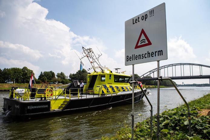 Een bord bij het Amsterdam-Rijnkanaal om het langskomende vaarverkeer te attenderen op een door Rijkswaterstaat aangelegd bellenscherm waarmee de verzilting van het water wordt bestreden.