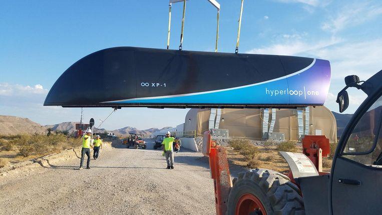 Een hyperloop is een gesloten buis, waar een capsule met passagiers of vracht doorheen schiet. Beeld afp