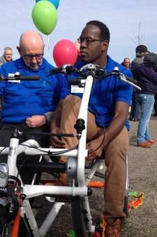 Cliënten Memo in Boekel kunnen voortaan samen fietsen op een nieuwe duofiets
