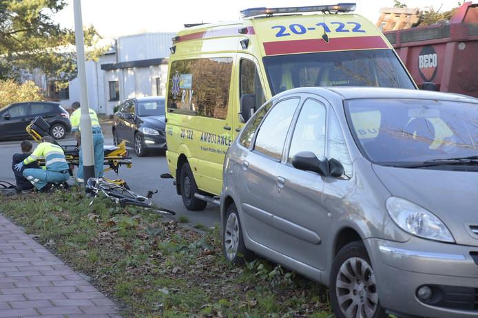 Op de Takkebijsters in Breda werd een fietser aangereden door een auto.