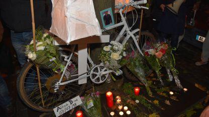 fietsers brengen eerbetoon aan slachtoffers
