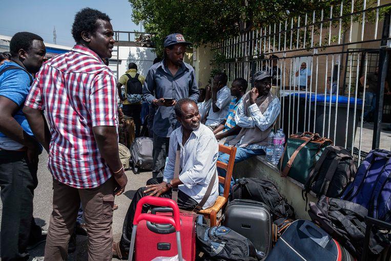 Een groep van 120 Afrikaanse migranten is op 5 juli in Rome uit de opvang van een solidariteitsorganisatie gezet door de nieuwe populistische regering in Italië. Het gebouw was sinds 2015 in gebruik voor opvang door vrijwilligers. Beeld null