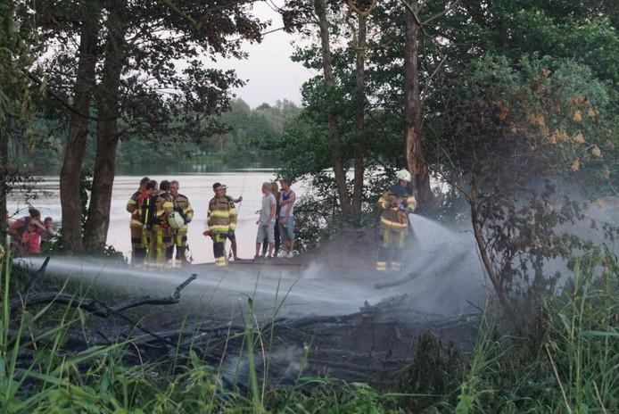 De brandweer wist het bosbrandje snel te blussen.