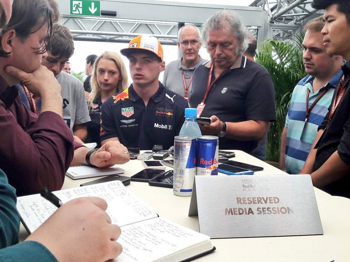 Verstappen bij het persmomentje vlak na de kwalificatie in Monza.