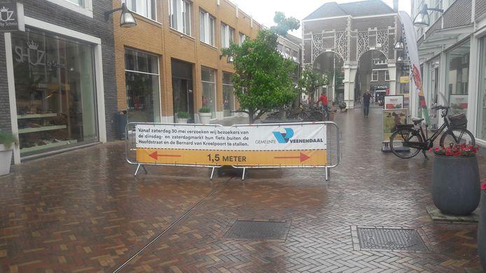 Een bord dat wijst op het fietsbeleid.