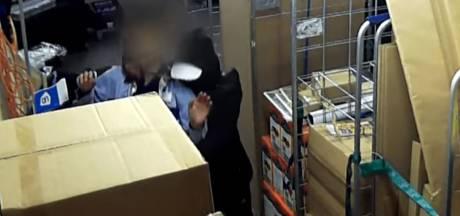 Overvaller zet mes op de keel bij medewerkers Albert Heijn in Eindhoven, beelden getoond in Bureau Brabant