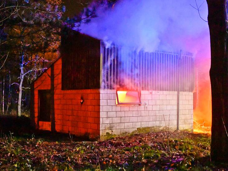 Chalet in brand door pan op vuur aan Kempervennendreef in Westerhoven