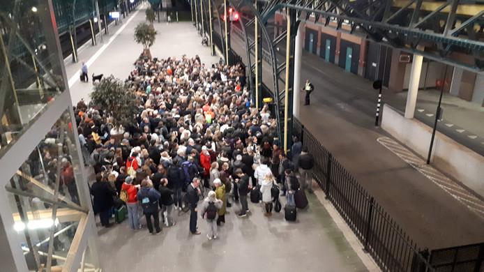 Nog altijd chaos op station Den Bosch om 19.30 uur