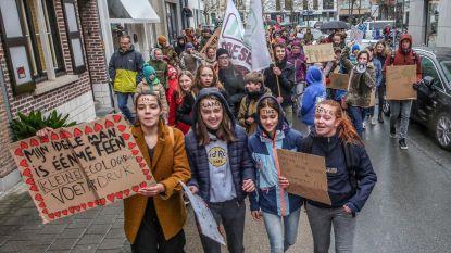 """Amper 100 deelnemers voor Kortrijkse klimaatmars in vakantie: """"Maar wij geven pas écht om het klimaat"""""""