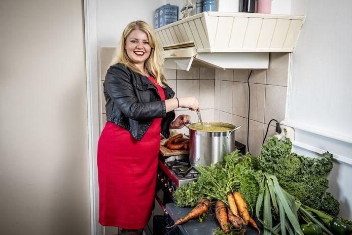 Linda Spronck kookt niet alleen voor zichzelf maar ook graag voor anderen. Haar ingrediënten komen grotendeels uit de moestuin.