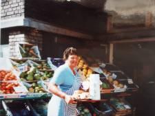 Klanten stonden op maandag al in rij voor rodekool met appeltjes van vrolijke groentevrouw van het Bezuidenhout