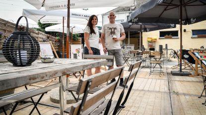 Nieuw terras en zomerbier voor Den Hof