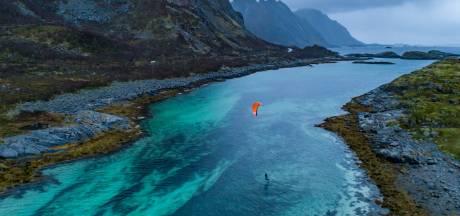 Gemist? Droom van kitesurfer komt eindelijk uit en politie vindt grondstoffen voor drugsproductie