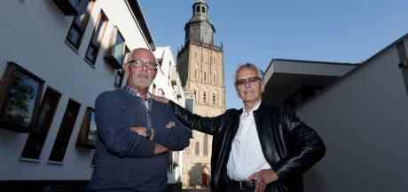'Heit al geheurt' gaat vóór het zingen de Zutphense Walburgiskerk in