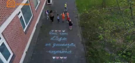 Hartverwarmend! Dit zag de AD-drone tijdens vlucht boven Rotterdam: 'Samen sterk!'
