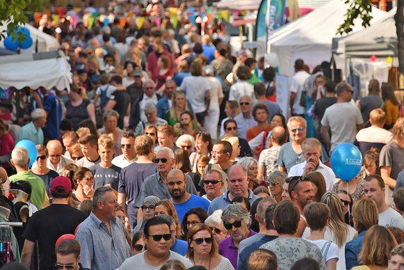 De jaarmarkt in Edegem brengt elk jaar enorm veel volk op de been.