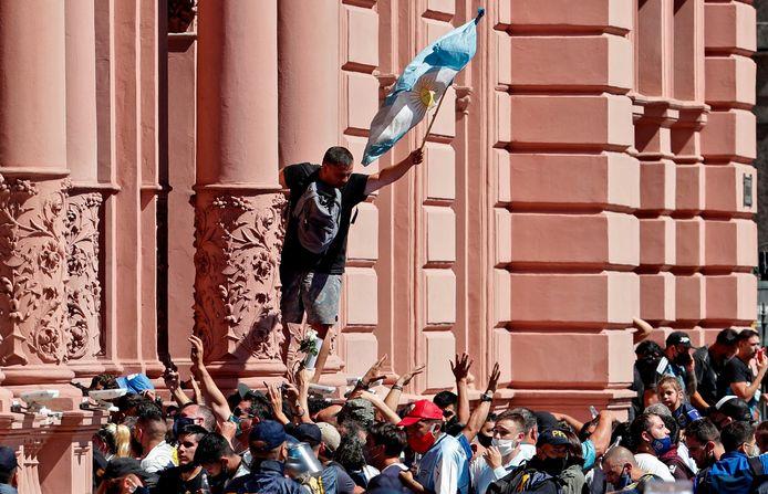 Fans bij het Casa Rosada.