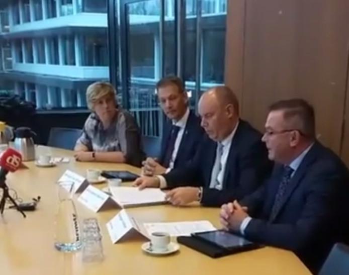 De persconferentie over de fouten bij spoortraject Zwolle-Kampen.