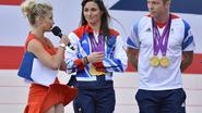 Kids-presentatrice flasht slipje live op tv bij olympische huldiging