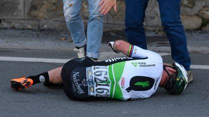 VIDEO: Mark Cavendish knalt op obstakel en maakt akelige salto maar komt goed weg met verdict