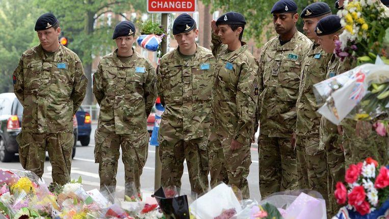 Soldaten bij de plek waar Lee Rigby vermoord werd. Beeld afp