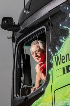 Nijmeegse Rudy is de eerste trucker in Nederland die zonder spiegels rijdt (en zonder handen aan het stuur)