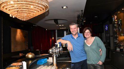 """Bekendste café van Wevelgem, 't Bankske, zoekt overnemer na 15 jaar: """"Gezinsleven combineren met lange nachten is te zwaar geworden"""""""