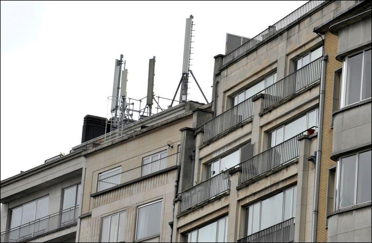 Gsm-antennes op een dak in Brussel.