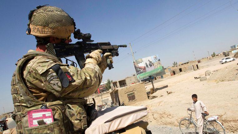 Een Britse militair op patrouille in Afghanistan. Beeld REUTERS