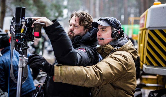 Regisseur Diederik van Rooijen en cameraman Rolf.