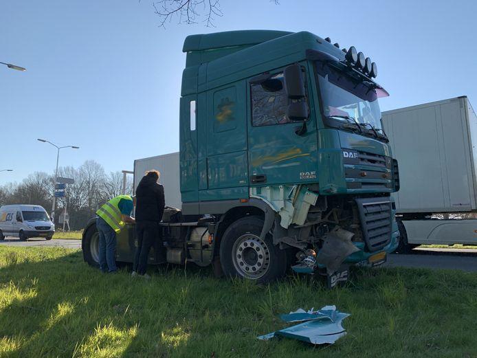 Ongeval met vrachtwagen en personenauto in Helvoirt.